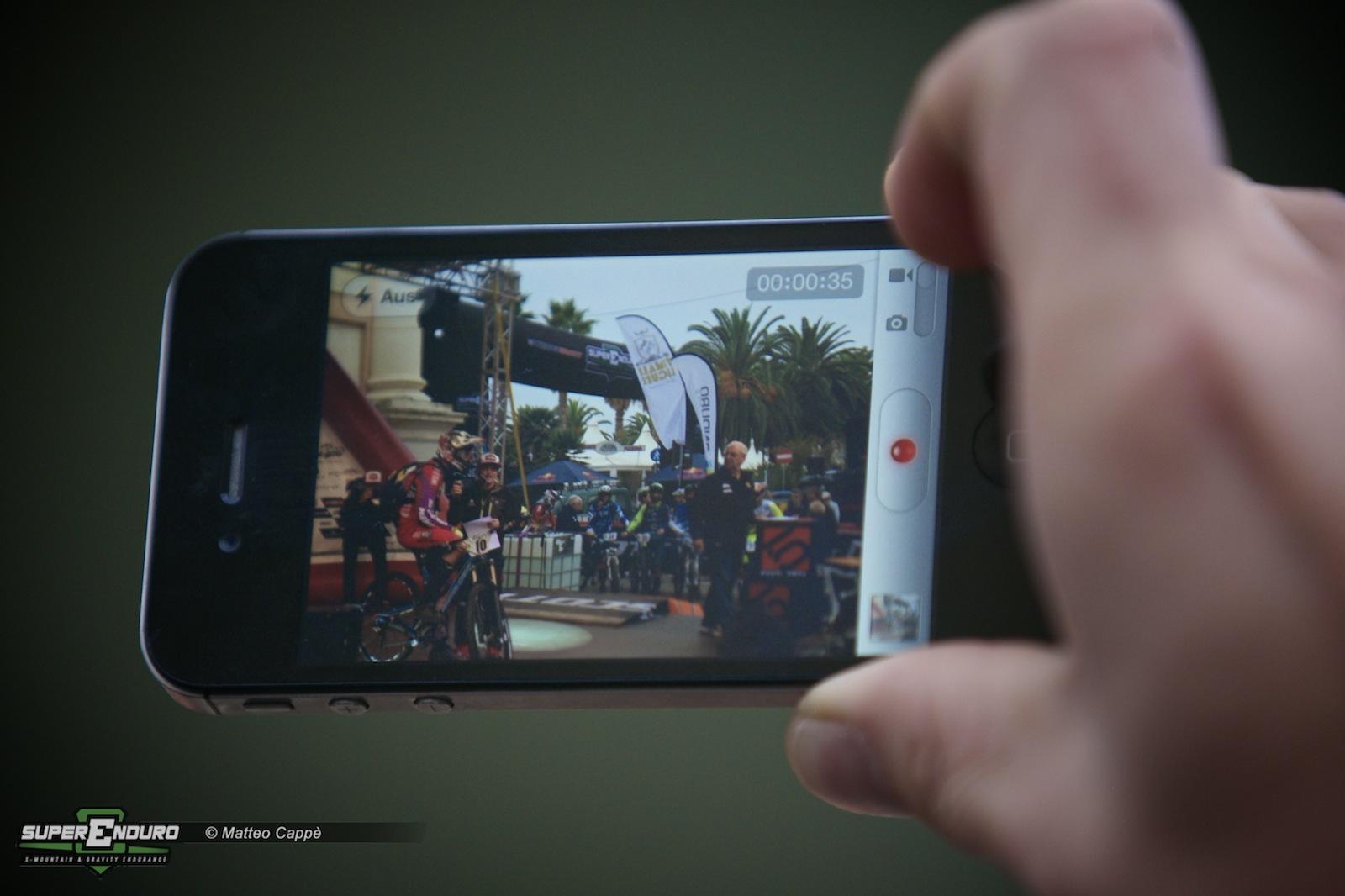 Ogni persona che è stata a questo evento non ha saputo resistere nel fare foto e vodeo sia con la propria macchina fotografica ma soprattutto con il proprio smart phone!