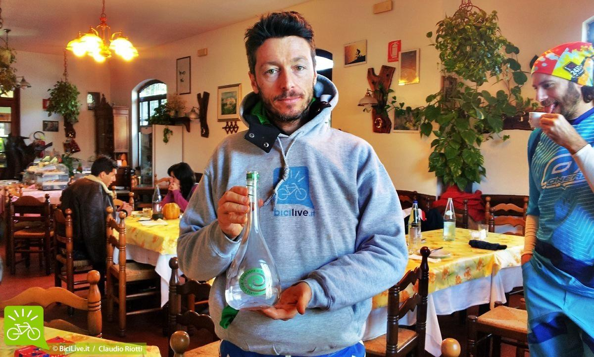 """Caffè e ammazzacaffè, naturalmente! Luca in modalità """" televendita"""" con Cristiano che se la ride in modalità """"lingua felpata""""."""