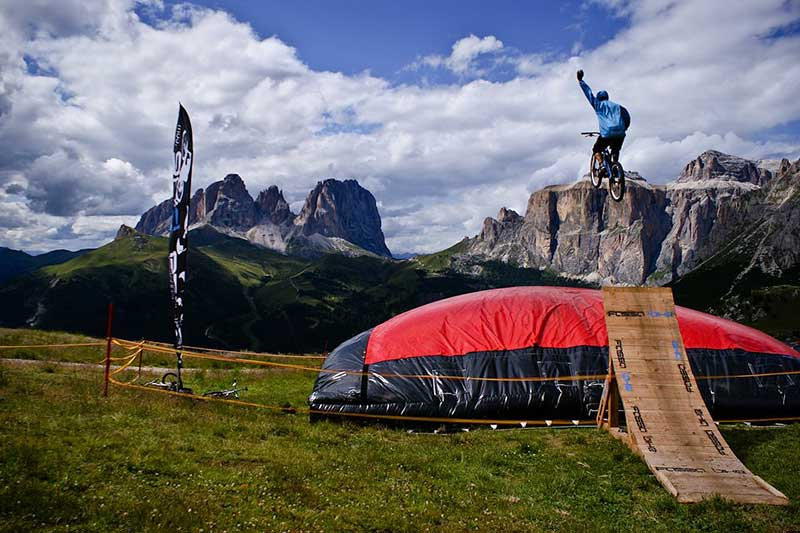 Matteo-Russo-Soraperra-on-Big-Air-Bag-Jump_Photo-Credit-Fassa-Bike.jpg