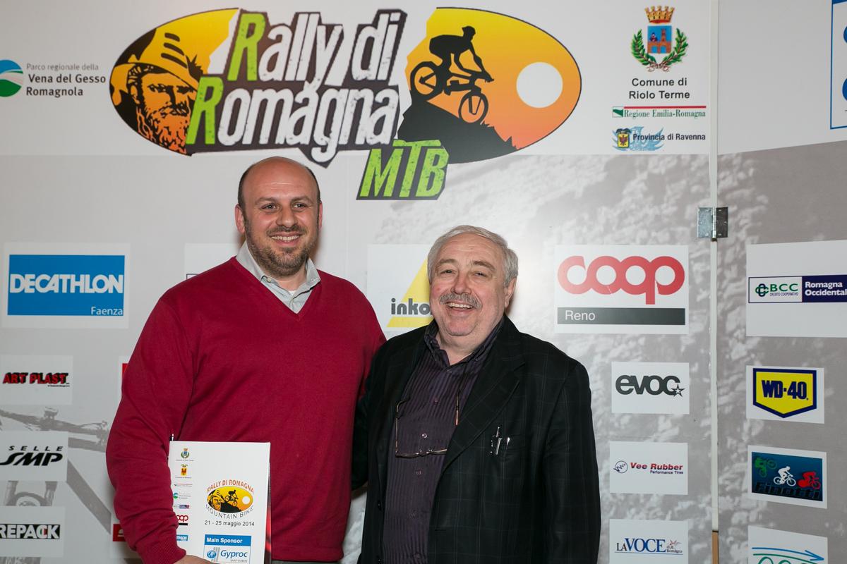Il-sindaco-di-Riolo-terme-Alfonso-Nicolardi-insieme-al-Direttore-Coop-Bianchini-.jpg