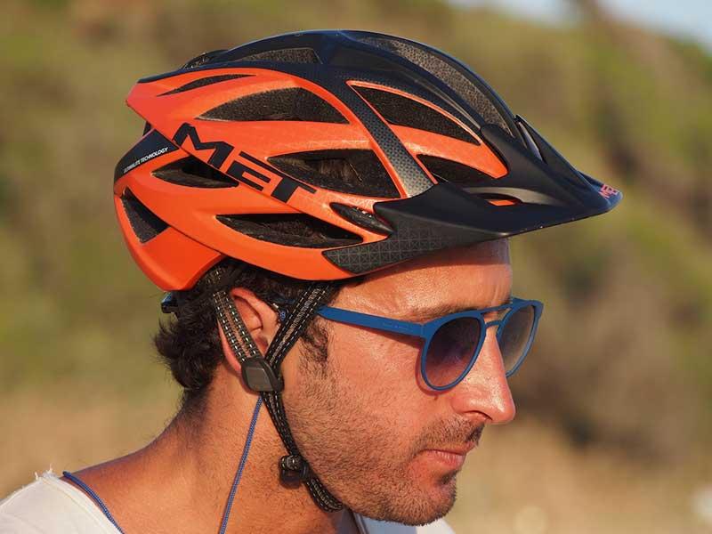 7_-Ultimate-Tecnology-e-In-Mould-Intelligent-Fusion-rendono-questo-casco-una-Sicurezza.jpg