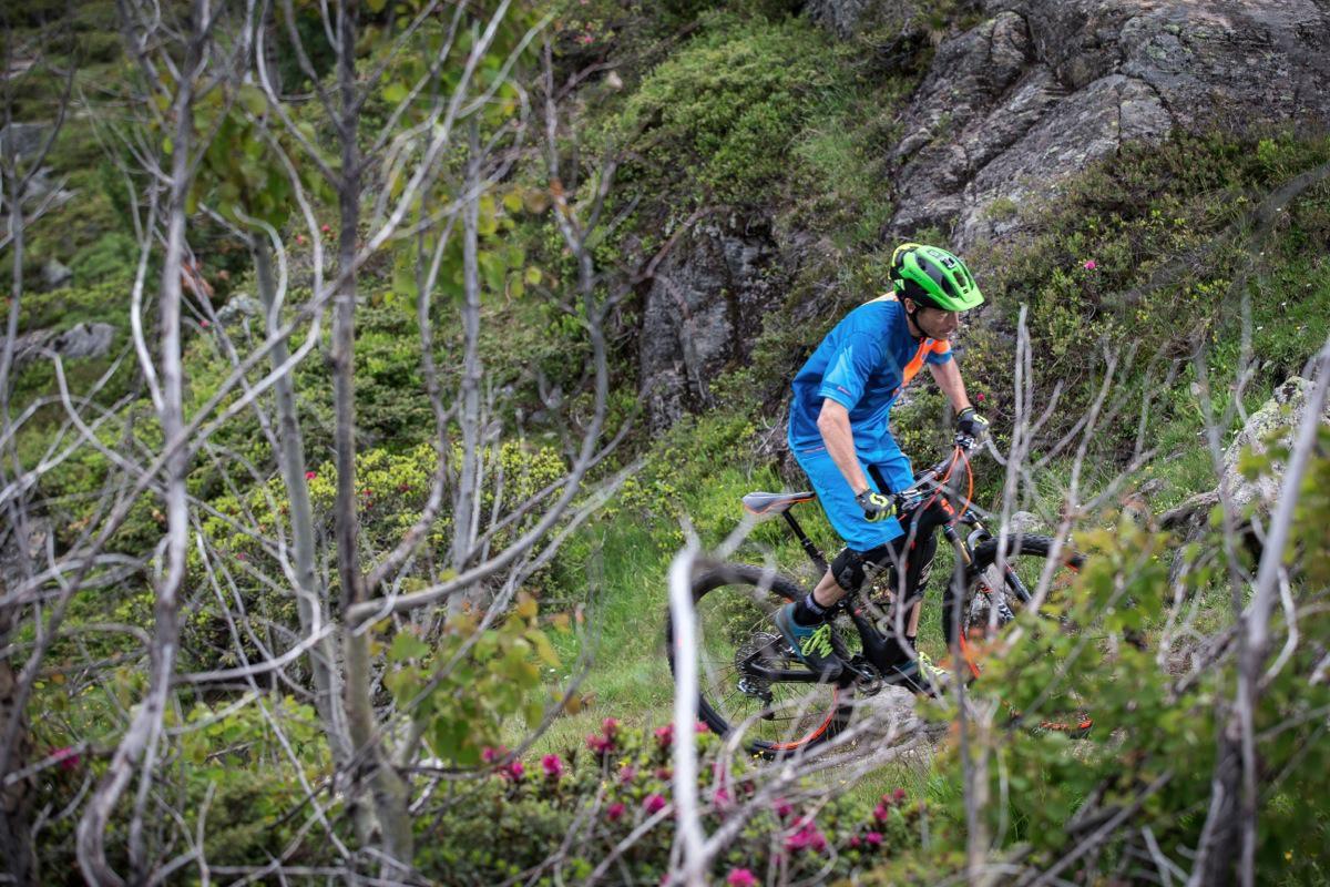 Se uniamo sospensioni efficienti e un sistema per gestirle al meglio come il Twinloc, nessun limite di utilizzo con una bici da appena 10,80 kg