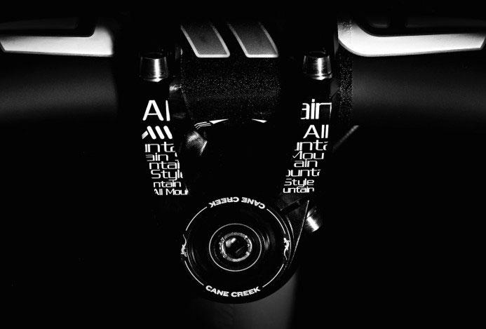 AMS-Om-Stem-front-cockpit-black-2000px-693x469.jpg