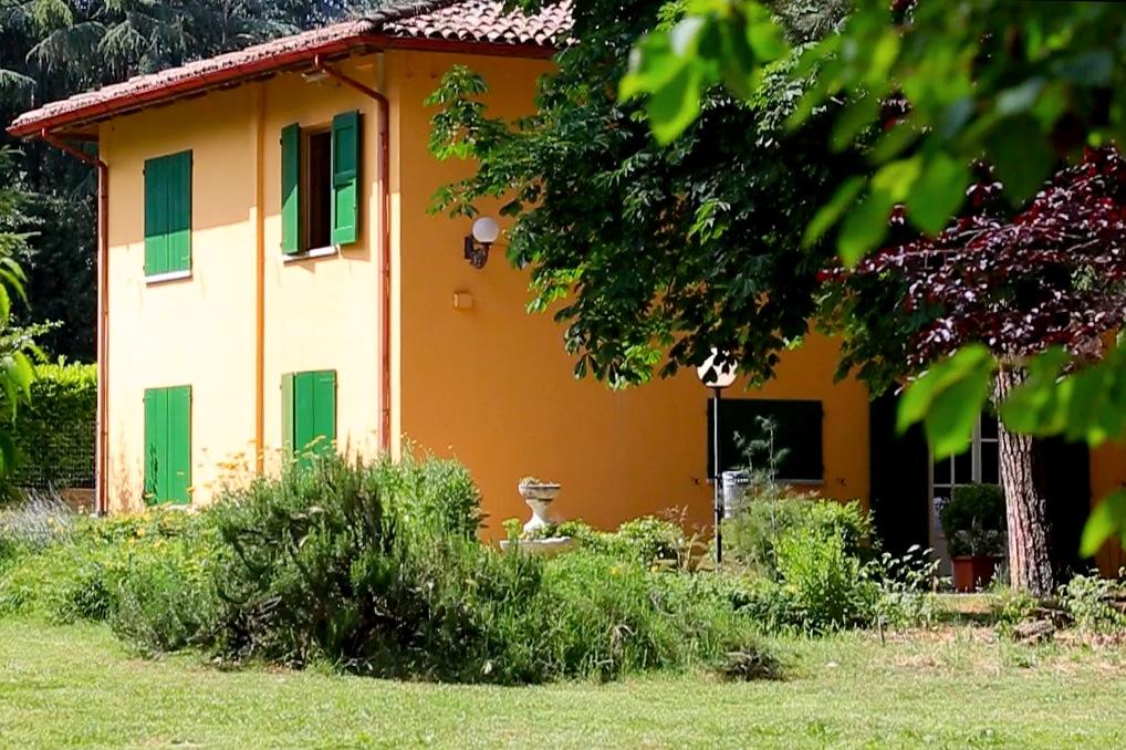 Il complesso Ca' Vecchia risale al 1770, attualmente comprende un centro congressi, il ristorante, l'albergo, il parco secolare e un'area camper.
