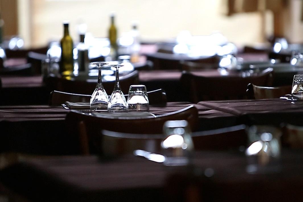 Il ristorante offre piatti tipici della zona, questa struttura offre la possibilità ad aziende di avere in'unica struttura multifunzionale tutto quello che serve per congressi e meeting…
