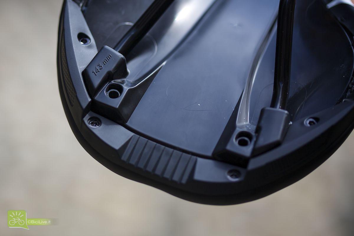 Per un appoggio perfetto del bacino è disponibile in due misure: 143mm e 155mm