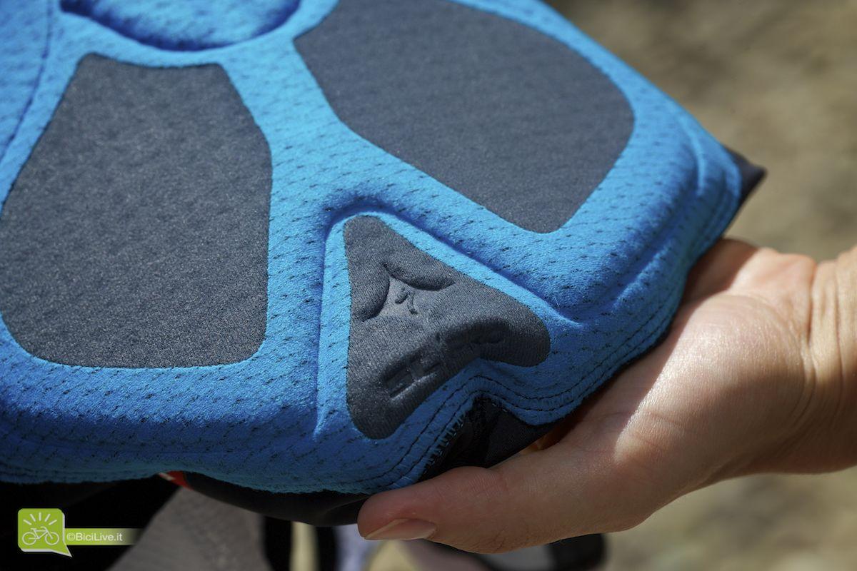 Più largo dietro per un maggiore comfort sui punti di contatto con la sella