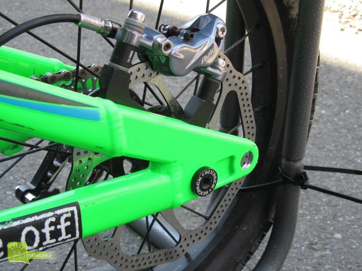 """Il telaio è unico e si adatta alle ruote da 16"""", come in foto, e da 20"""" (bici arancio). Il sito, che vende on-line, prevede un kit di ruote nela caso si passasse dalle 16 alle 20"""" per 200 euro"""