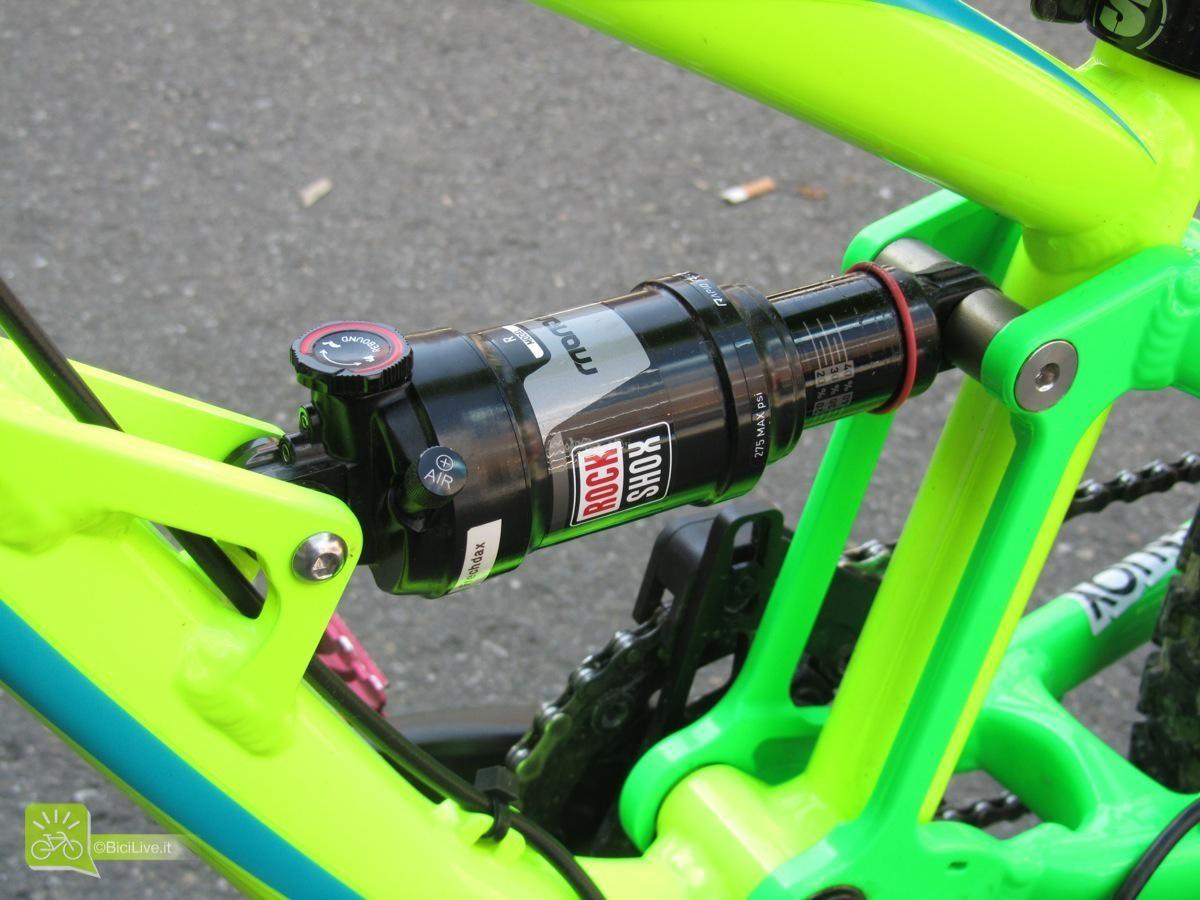 Nulla è lasciato al caso, anche l'ammo RockShox ha uno special tuning per essere molto sensibile ed efficiente per pesi piuma