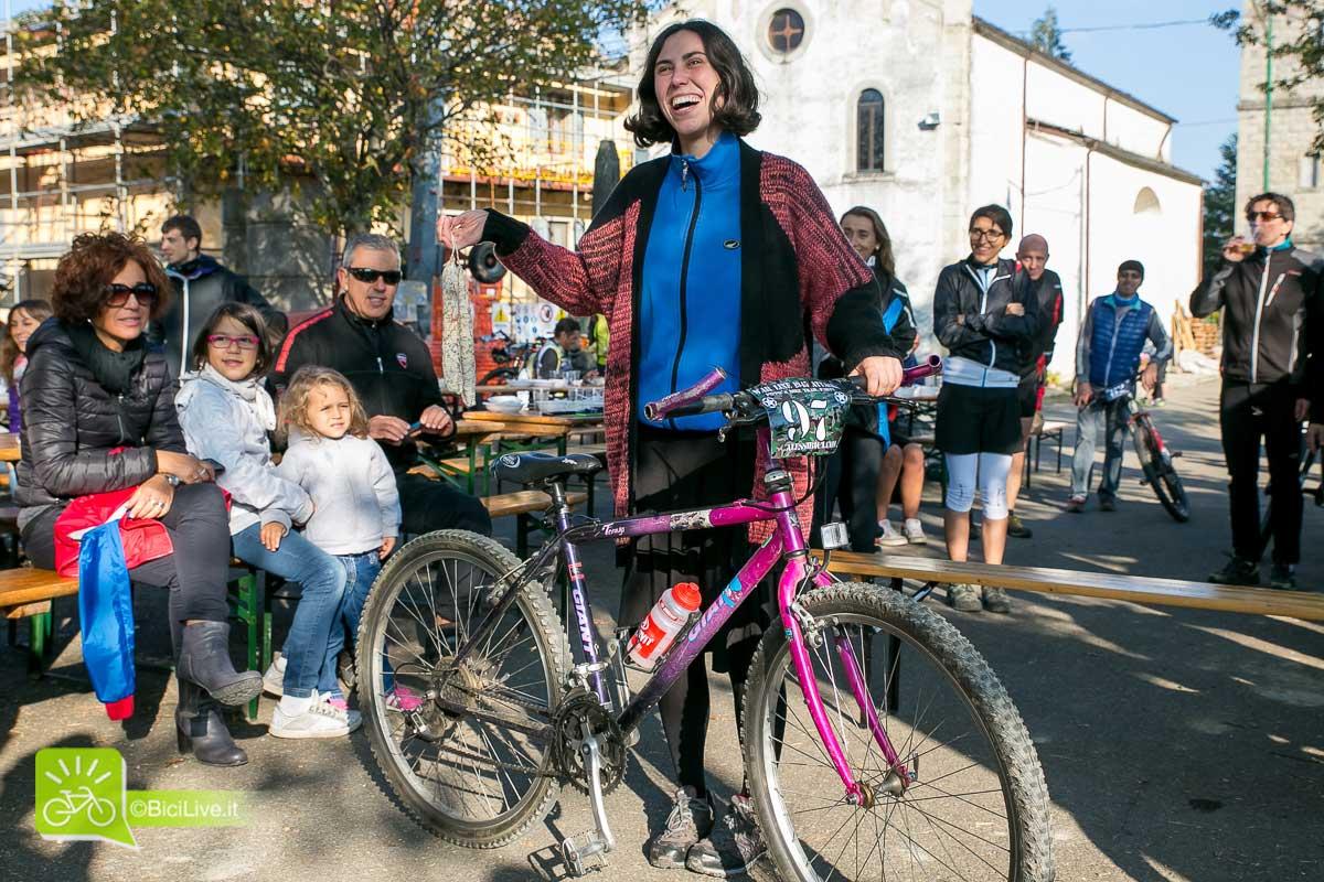 Vincitrice per avere la bici piuù vecchia. Una Giant degli anni '80.