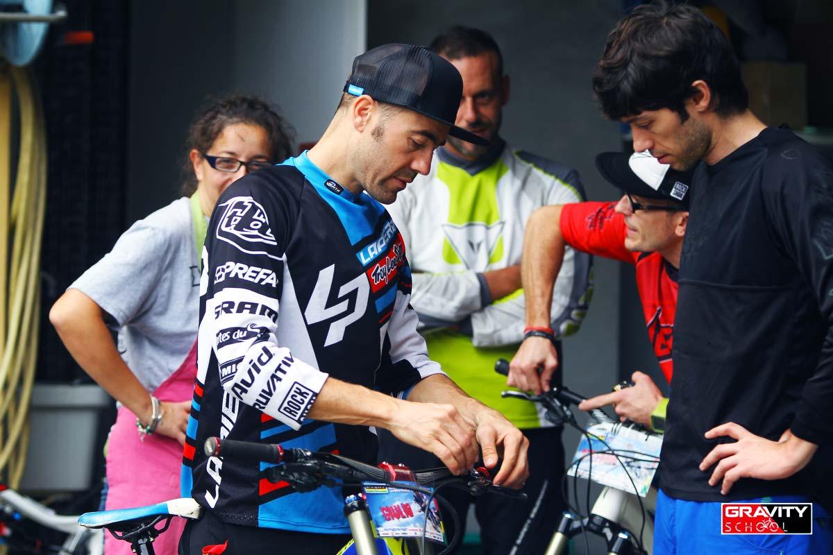 Nico al bike check col Cavalier Minati, alias Giulio Temperini