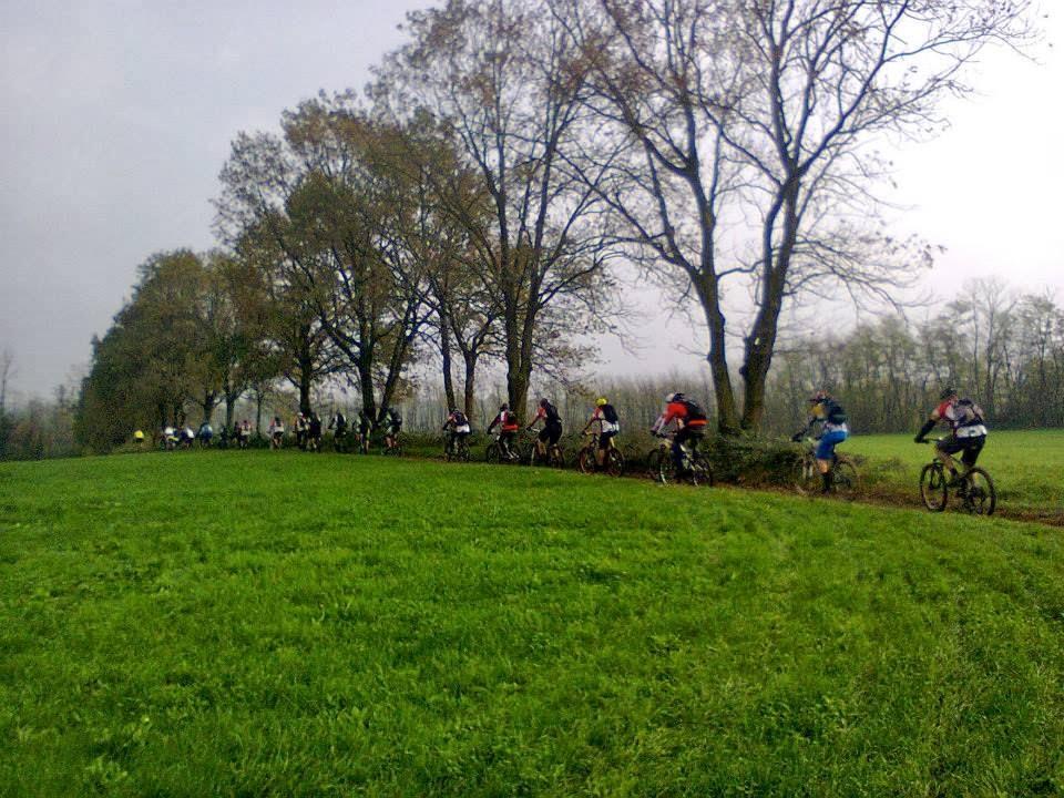 50 bikers in Valle Olona