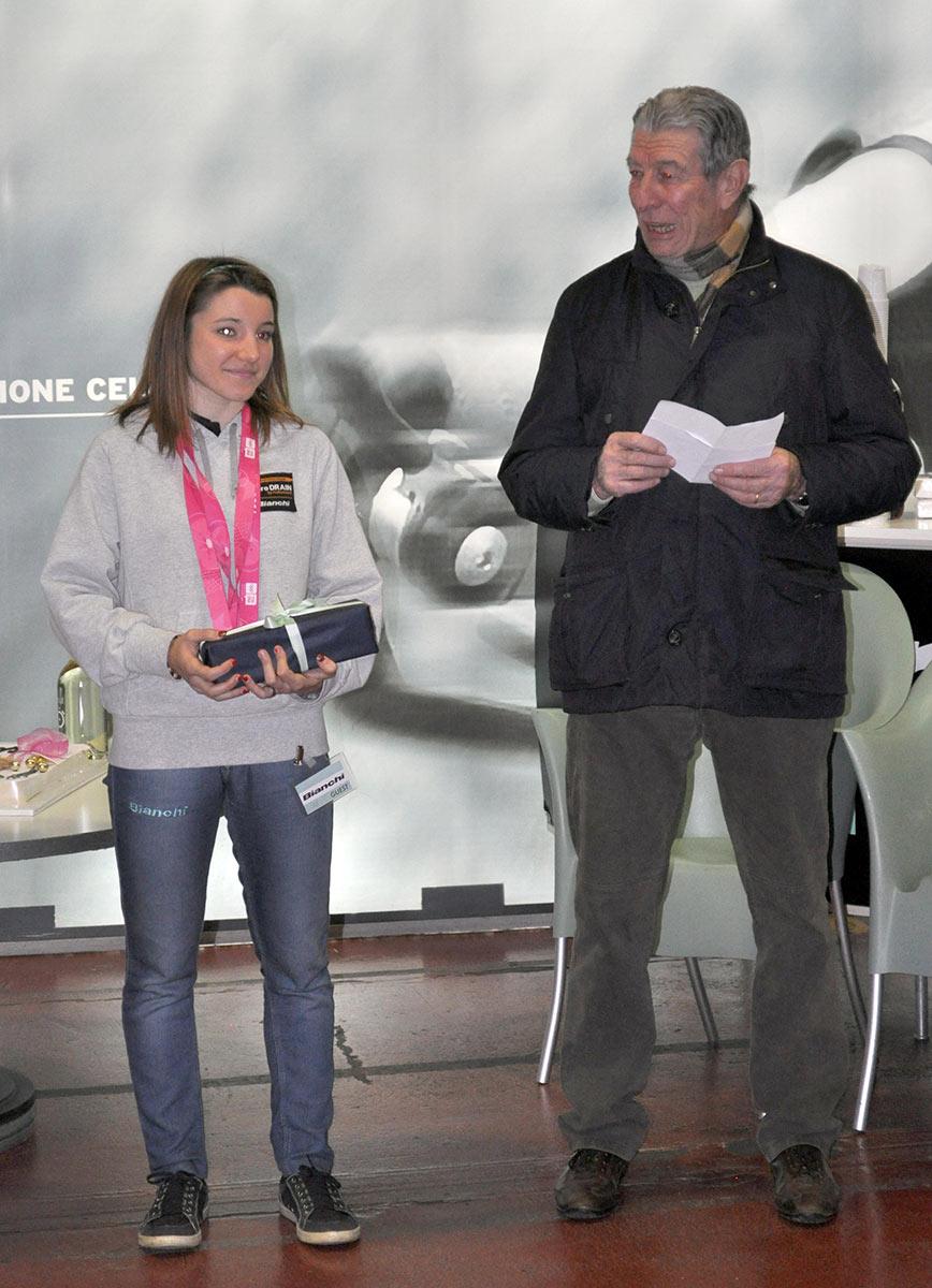 Chiara Teocchi viene premiata da Felice Gimondi per le vittorie ai Giochi Olimpici Giovanili 2014 di Nanjing (Cina)