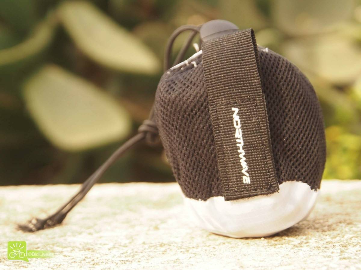 La borsettina contenente il copriscarpe