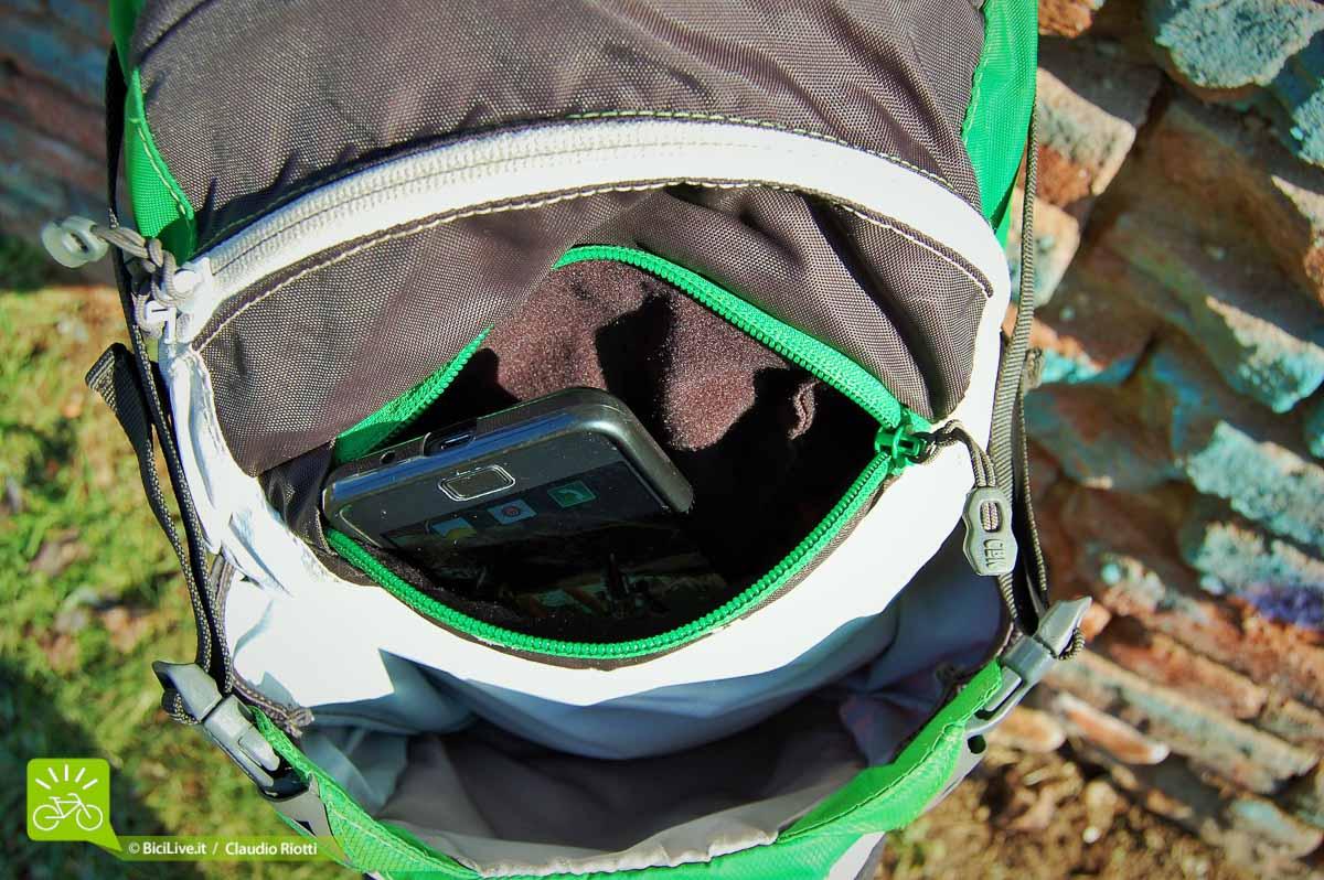 Media pocket per smartphone, occhiali e altro, foderata in tessuto morbido antigraffio