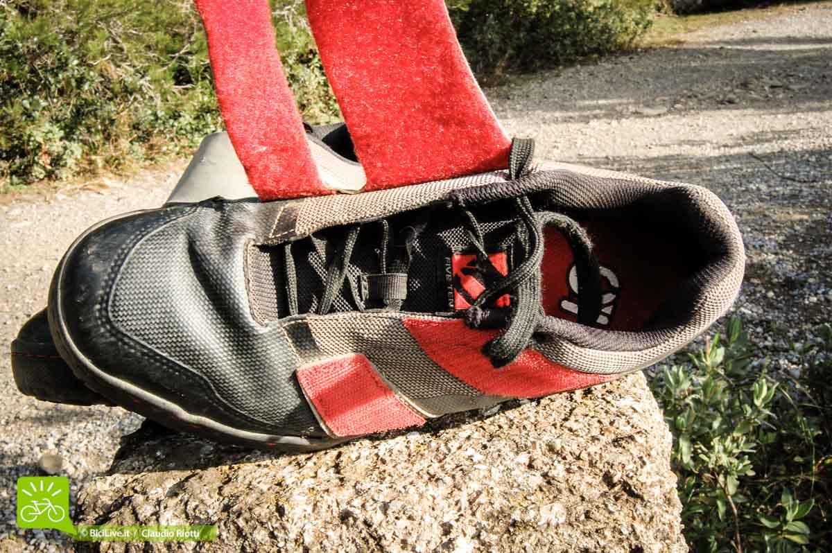 Le due fasce di velcro per personalizzare la calzata
