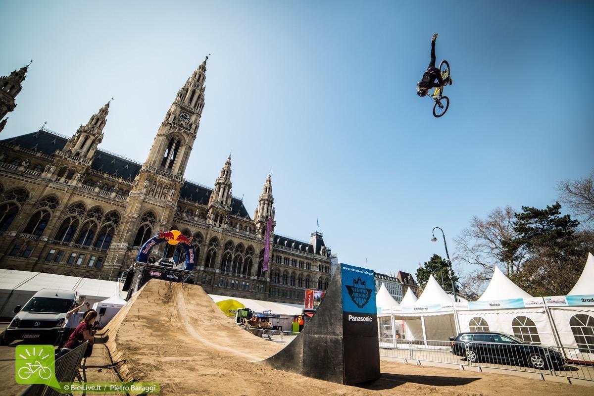 Anche se solo nelle prequalifiche il livello è veramente altissimo: qui Adrian Tell in 360 nacnac sul primo salto di Vienna.