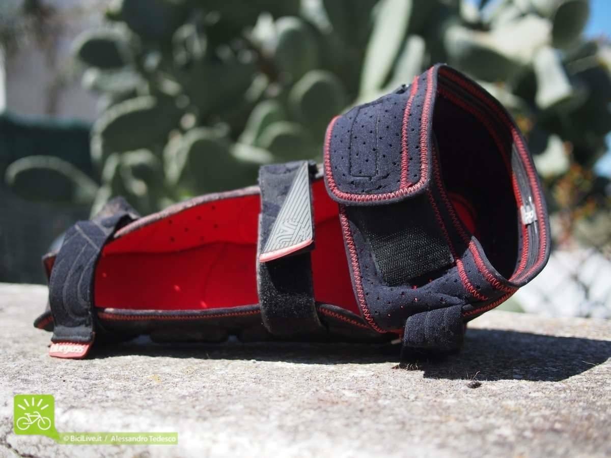 SuperBobcat, le tre chiusure e la fascia di silicone superiore
