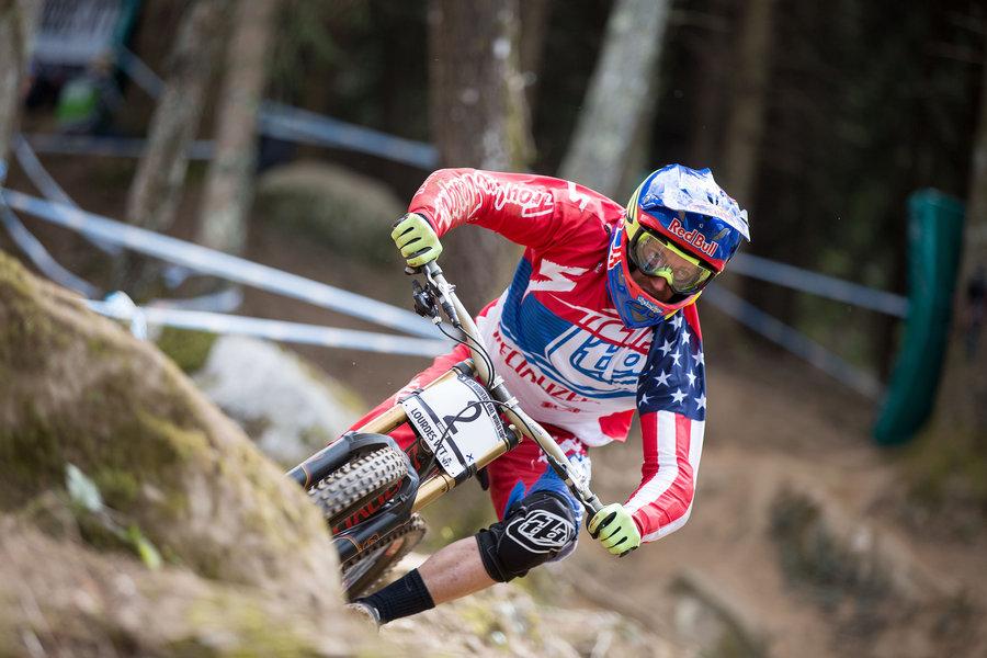 Aaron Gwin Lourdes Qualifiche UCI DH World Cup 2015© Lukas Pilz