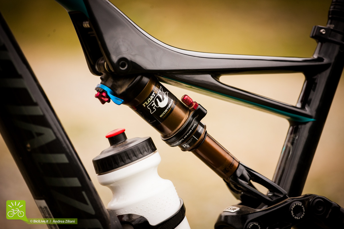 Specialized_mtb_2016_rhyme_04.jpg