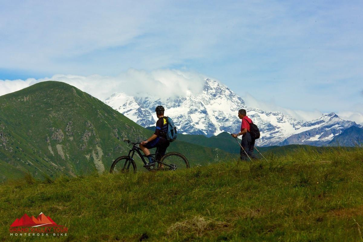 ...e dopo 10 minuti invece si abbandona la pianura per lasciar posto alla montagna, quella vera.