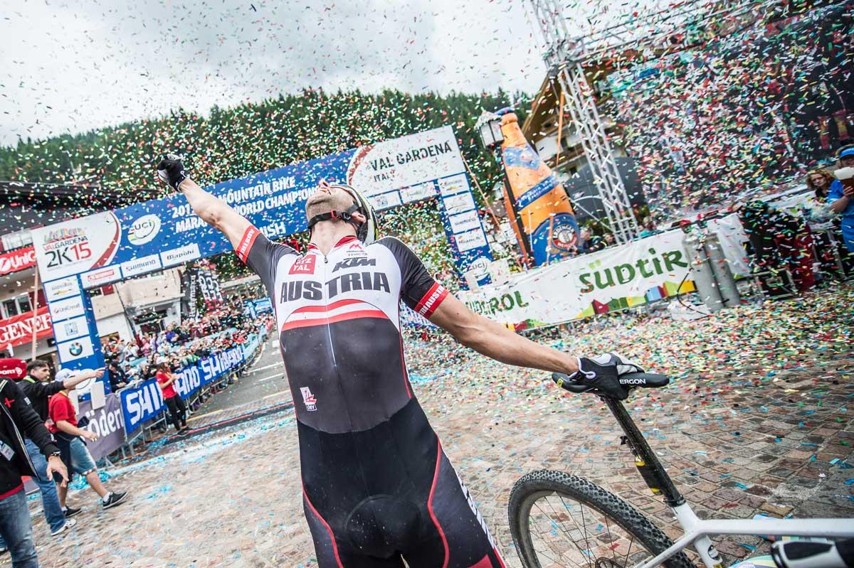 15_UCI-WCS_Finish-Men_Gold_Lakata.jpg