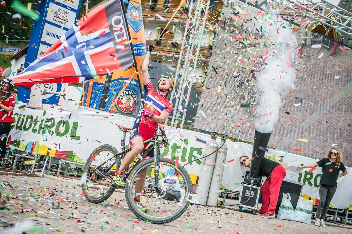 15_UCI-WCS_Finish-Women_Gold_Dahle-Flesja.jpg