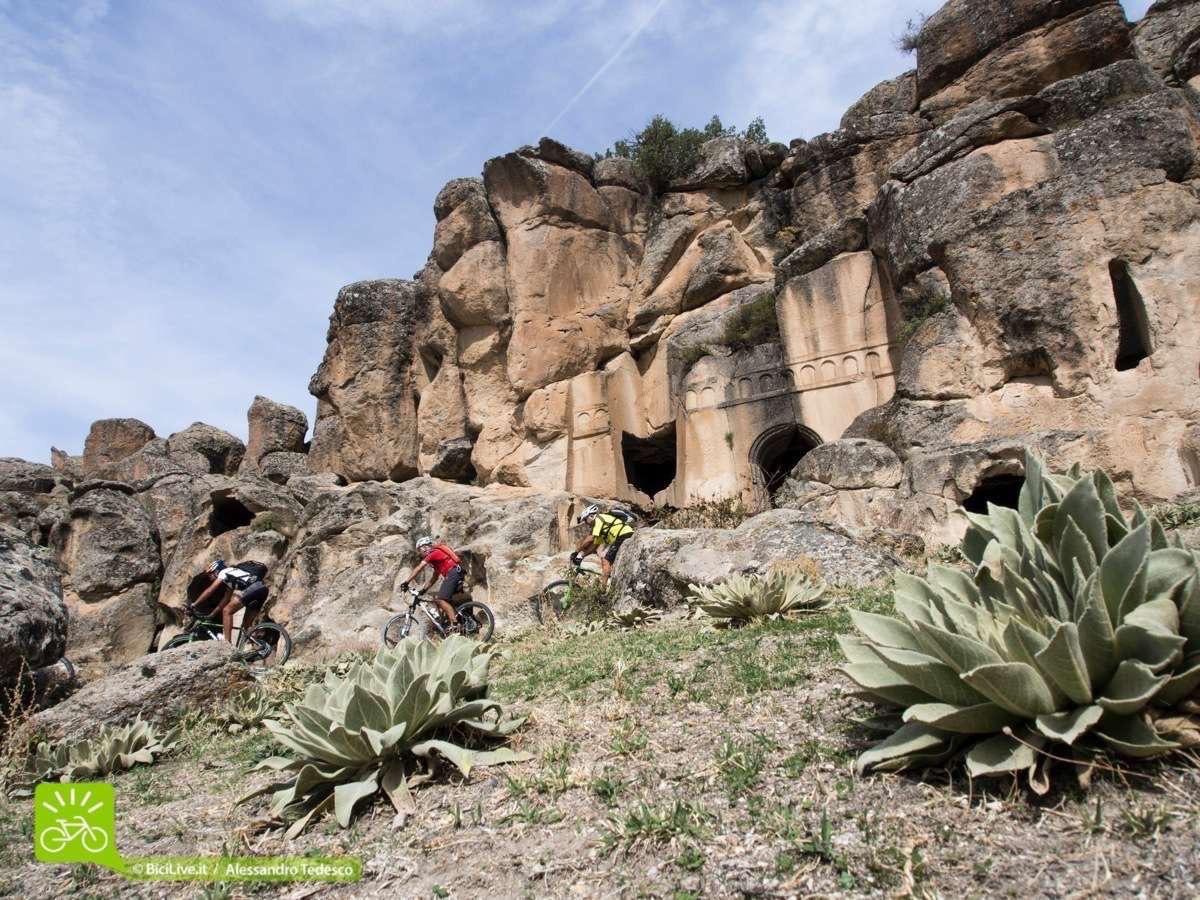 La Monastery Valley, impressionante quante chiese abbiamo visto nel Coast2Coast mtb tour. Forse più di 300!!!