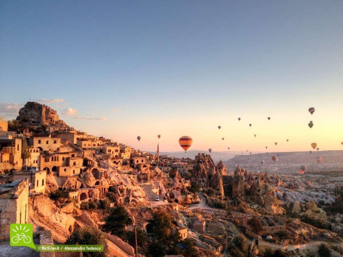 Uchisar_ L'alba delle Mongolfiere forse il momento più emozionante per me in questo Coast2Coast mtb tour  in Cappadocia