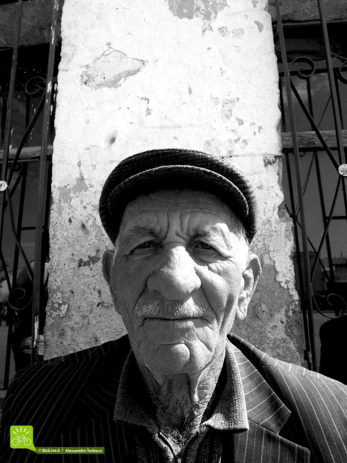 Un mtb tour  a contatto con la gente della Cappadocia. I turchi sono molto cordiali con i turisti e anche gli anziani parlano inglese o tedesco