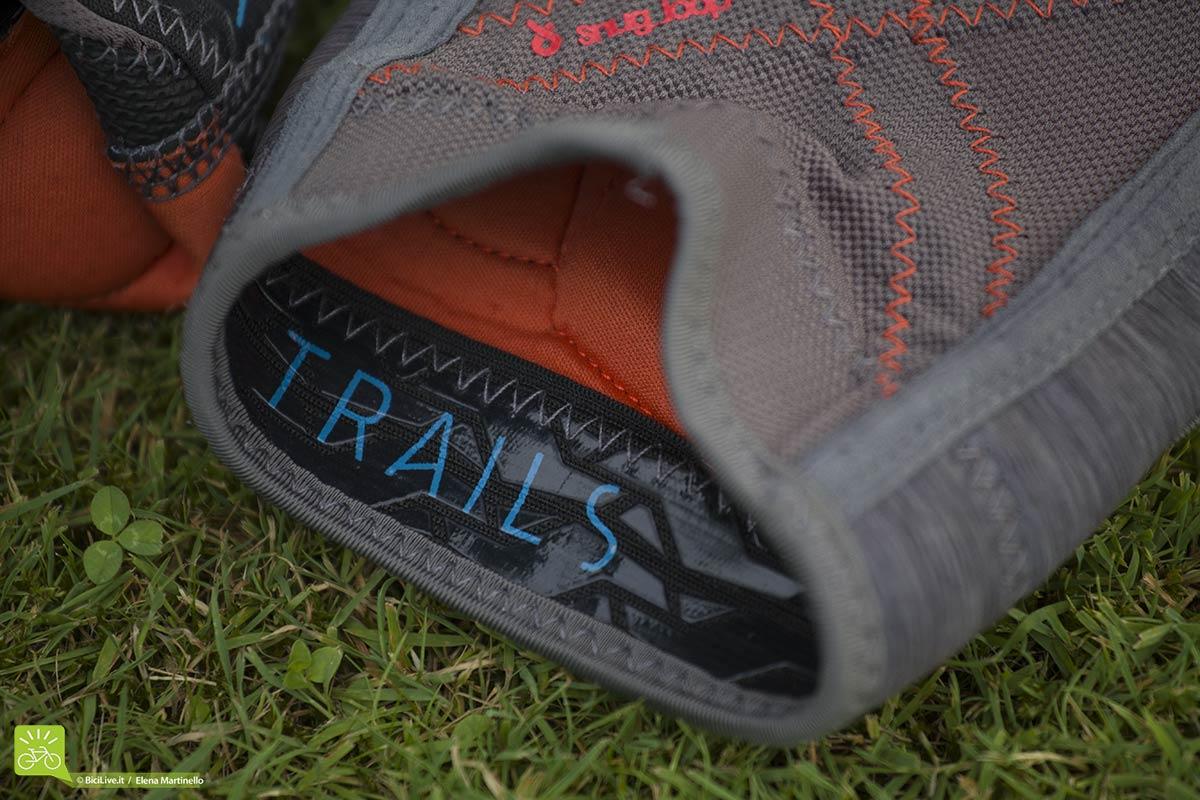 Il silicone all'interno della ginocchiera ION K_Lite la fa aderire molto bene alla gamba