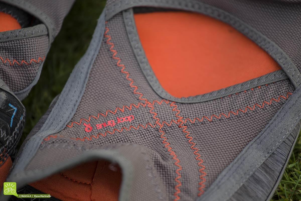 Lo SNUG_LOOP permette di mantenere ferma la protezione al ginocchio