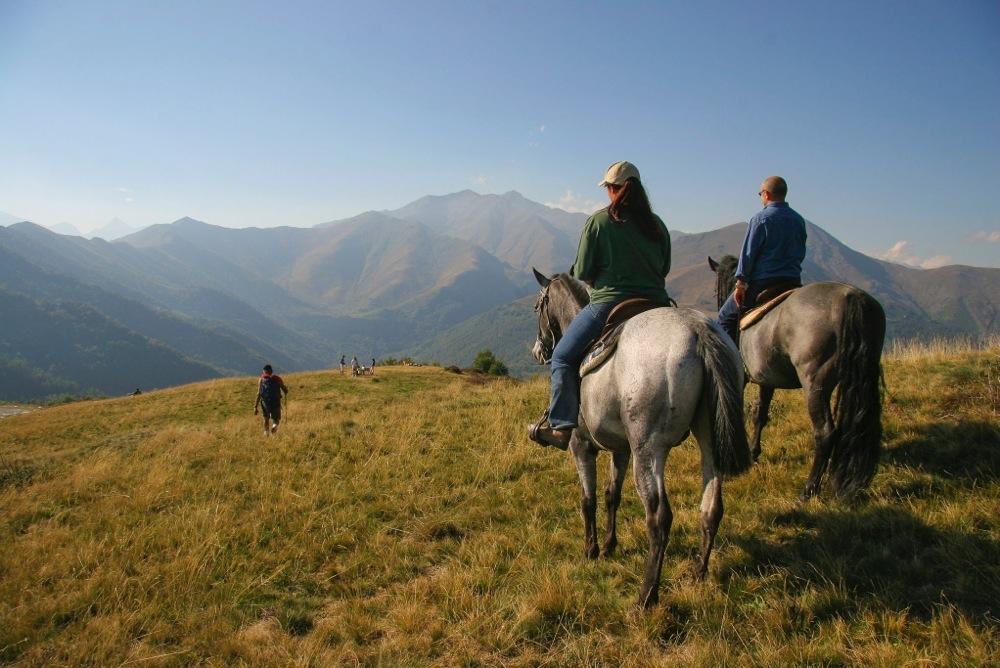 Tra le tante attività outdoor che si possono praticare c'è la possibilità di fare piacevoli passeggiate a cavallo