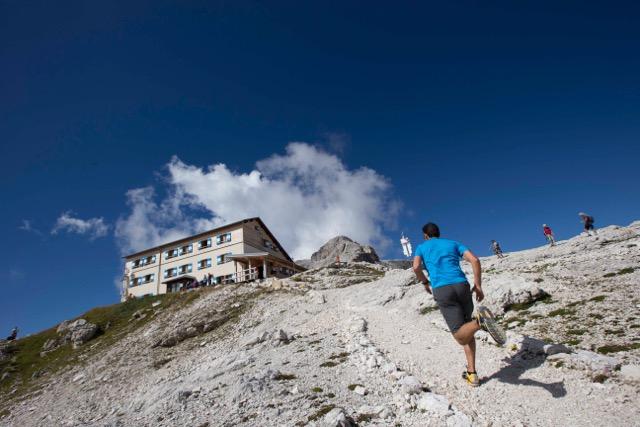 Tra le prove da affrontare c'è la sky race che risalirà l'Altopiano delle Pale di San Martino.
