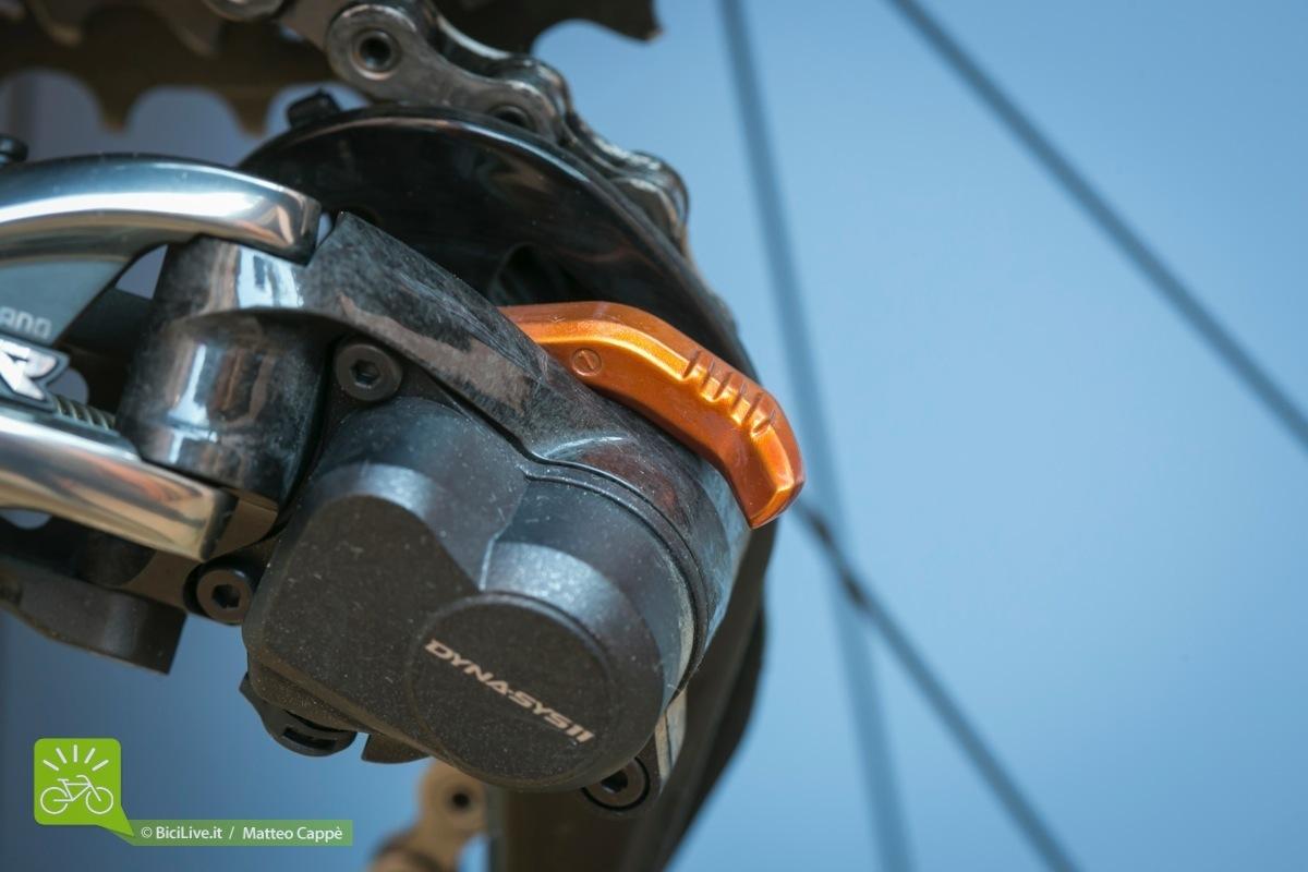 Il cambio Shimano XTR Di2 Shadow RD+ presenta la frizione per limitare le oscillazioni della gabbia: nessuna caduta di catena durante il test