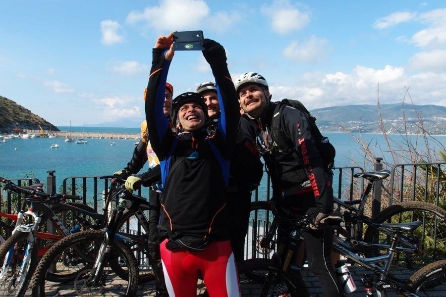 Pedalare in mountain bike sulla macchia mediterranea è un'esperienza indimenticabile