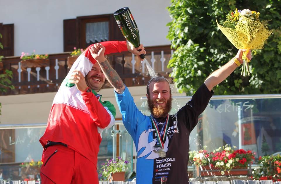 Alex Lupato per la terza volta campione italiano enduro e questa volta sale sul podio con il fratello Denny.