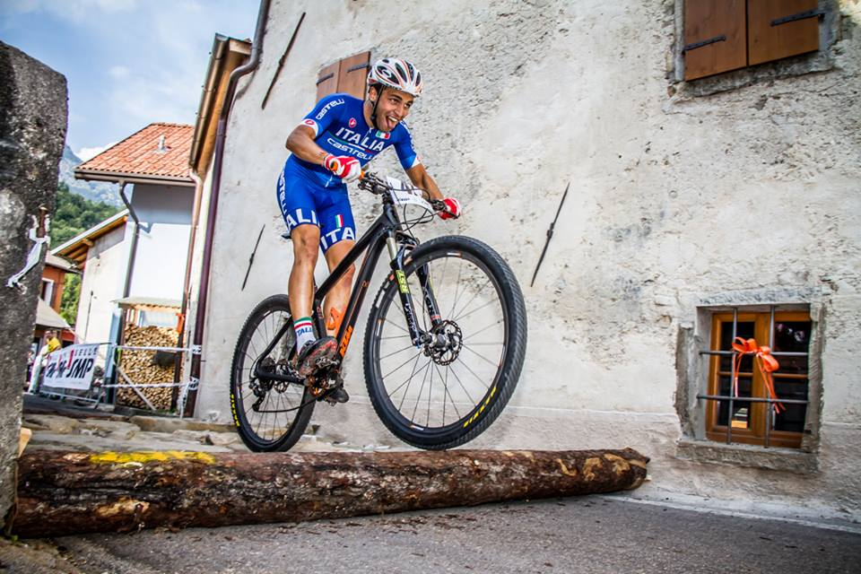 Andrea Righettini in azione durante l'XCE Eliminator del campionato Europeo 2015