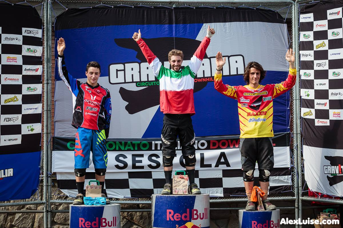 Francesco Colombo esprime tutta la gioia di vestire la maglia di campione italiano di downhill.