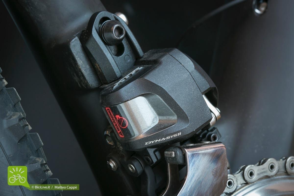Il potente motore del deragliatore