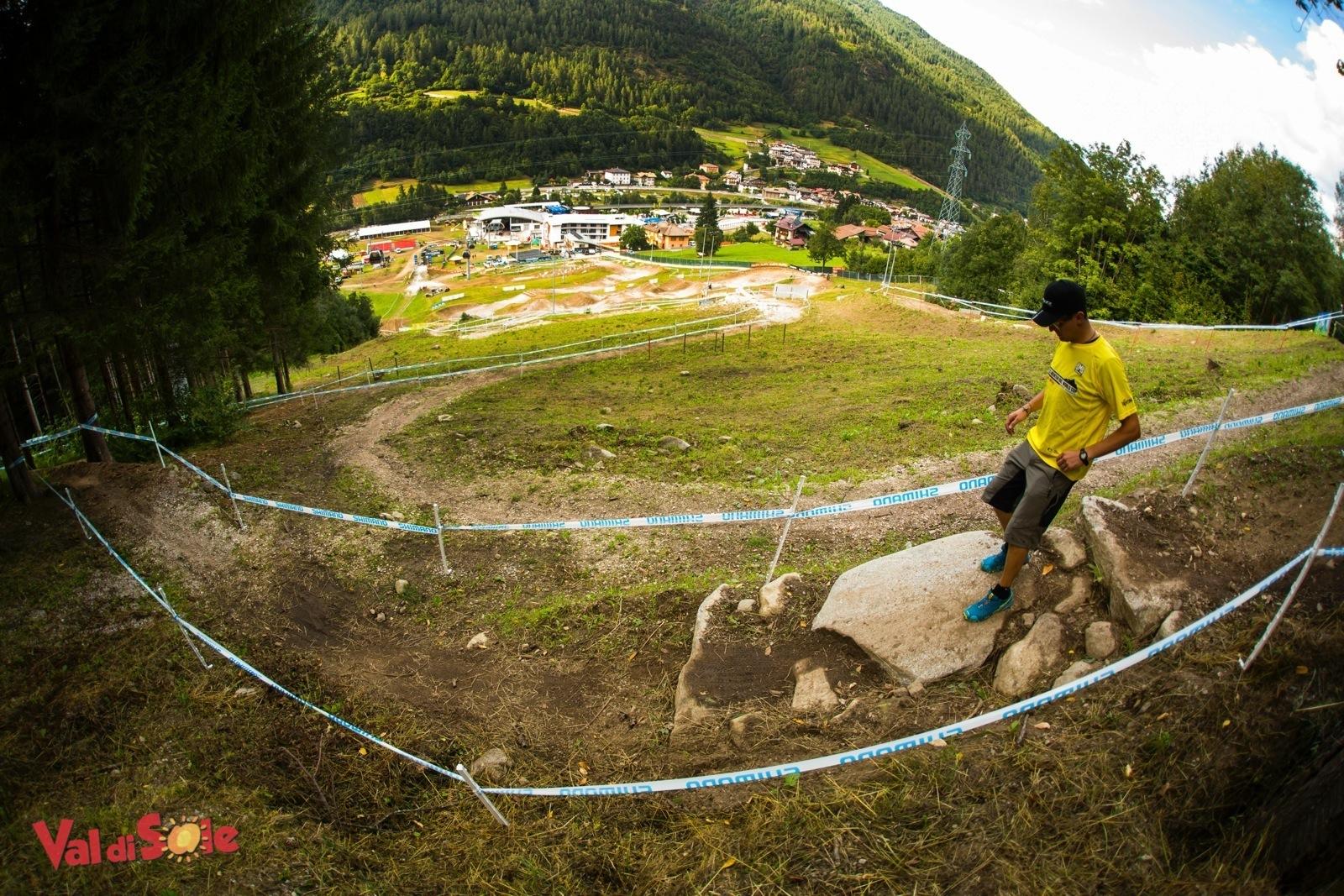 Sergio Battistini mostra il tracciato xc in Val di Sole della World Cup Mtb UCI 2015