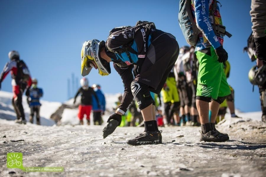 """C'è chi ha tentato di """"rompere il ghiaccio"""", ma George Edwards ha deciso di partire dalla dura roccia."""