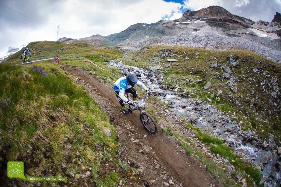 Il trail Cielo Alto, come dicono diversi rider, è simile ad una speciale di enduro, con tratti da pedalare a tutta, mixato a tratti tecnici e curve.