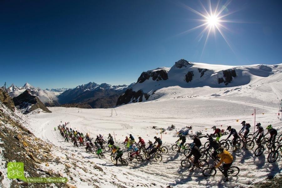 Per arrivare ai 3480 metri di Plateau Rosa si risale con 3 impianti di risalita.