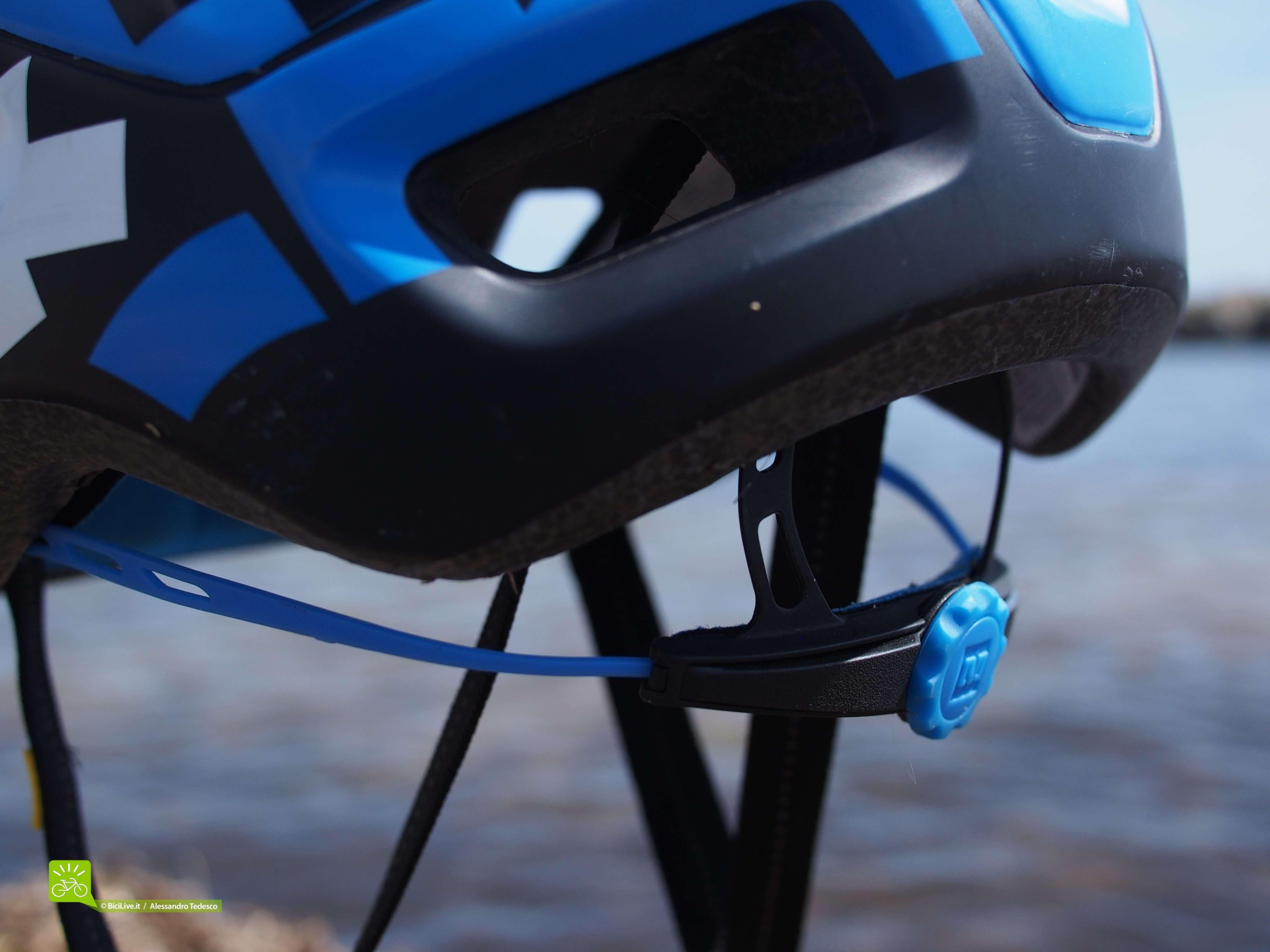 La rotellina del grip posteriore facilmente utilizzabile con i guanti indosso.
