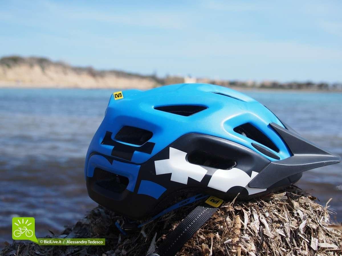 Le grandi aperture di areazione del casco mtb Mavic Notch permettono un'ottima ventilazione.