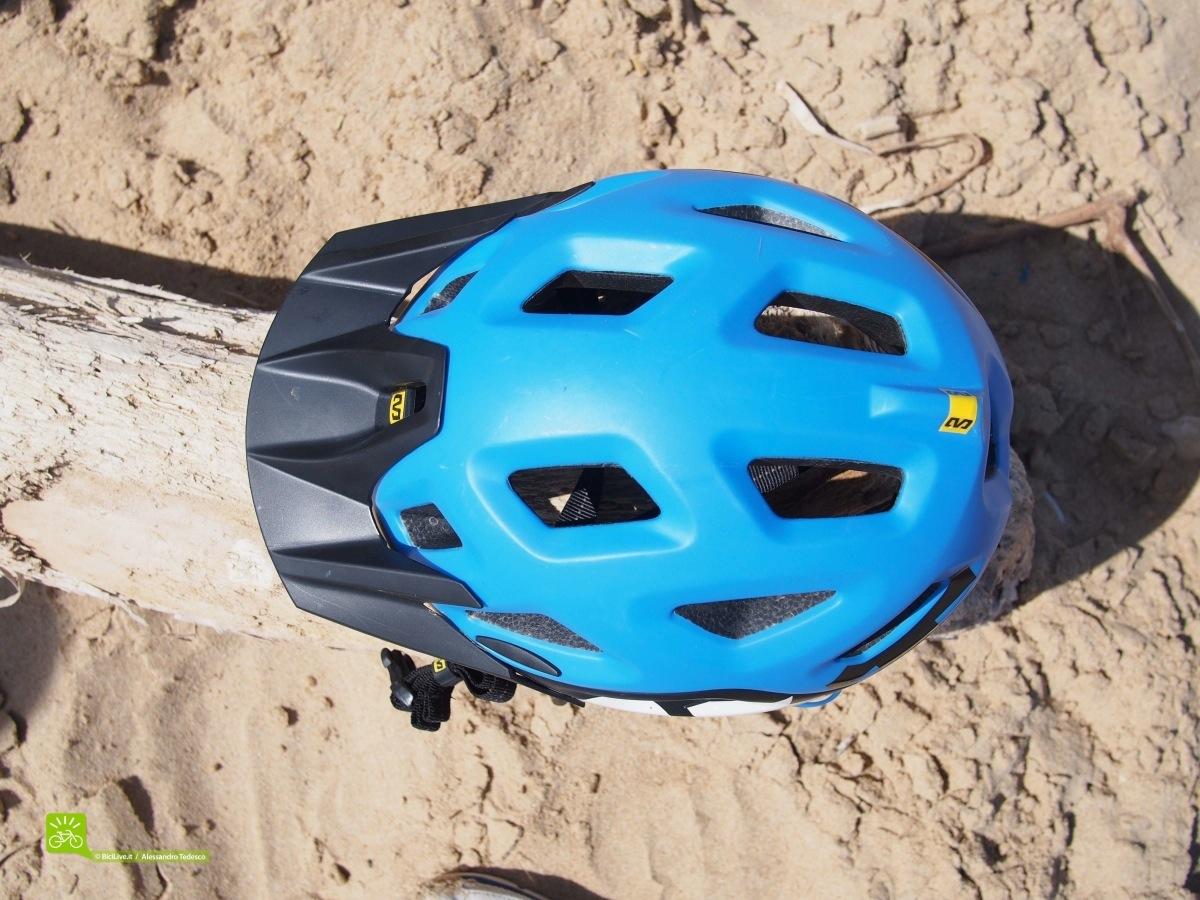 La parte superiore del casco mtb enduro Notch, peccato non ci sia la zona piatta per ospitare una camera da ripresa.