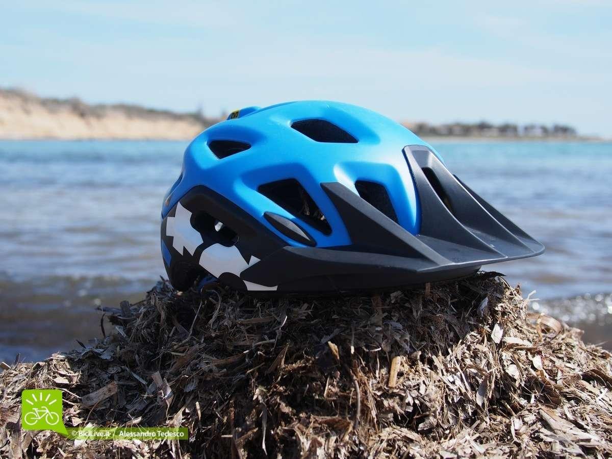 La visiera più che sufficiente per questo casco, amovibile ma non regolabile.