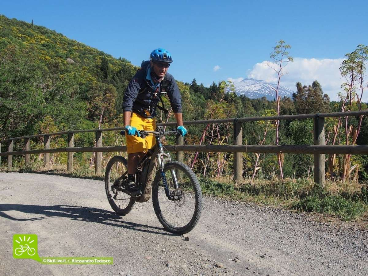 Da Pantelleria alle Dolomiti fino sull'Etna il casco mtb enduro Notch è stato sempre all'altezza del nome Mavic.