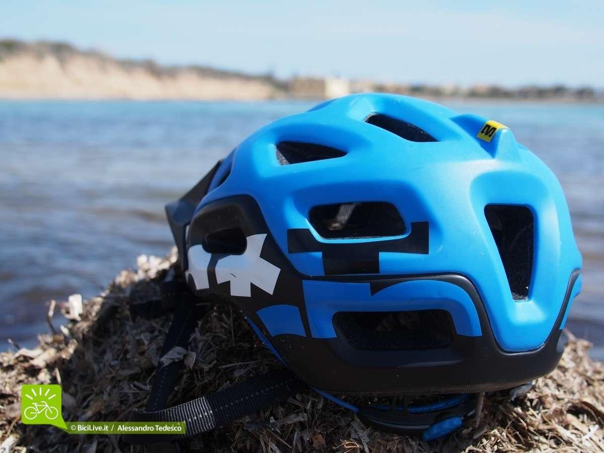 La parte posteriore con il Notch (tacca), quella sorta di aletta dove l'elastico del goggle si ferma facilmente.